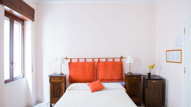 3.battipaglia-camera-matrimoniale-con-bagno-privato