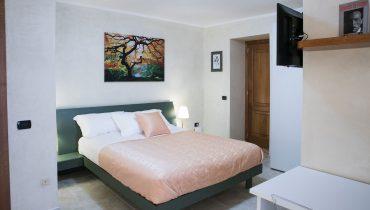 camera-matrimoniale-balcone-vittoria-guest-house